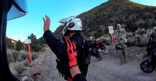 cover-motociclistas-daban-un-paseo-y-encontraron-por-error-la-entrada-al-area-51