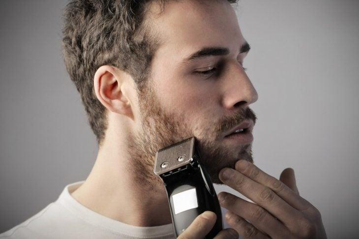 Arreglándose la barba