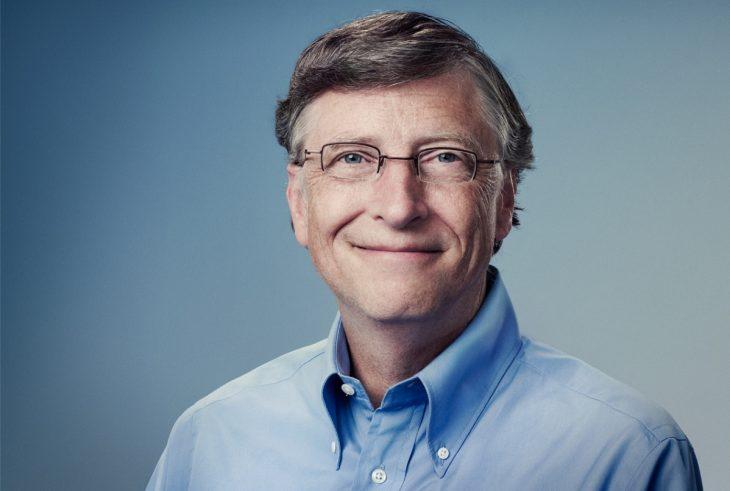 Bill Gates con camisa azul