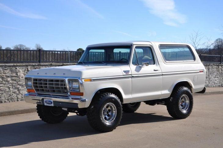 Ford Bronco blanca