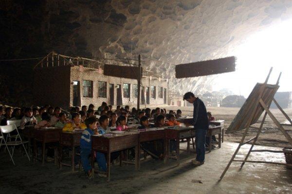 Escuela en una caverna en China