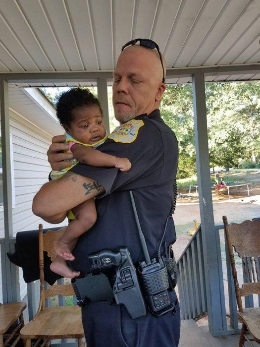 sheriff y bebe
