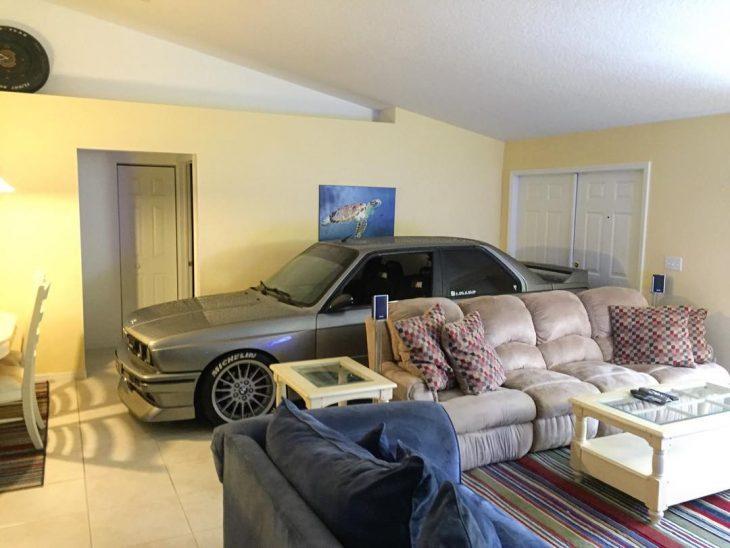 carro en la sala