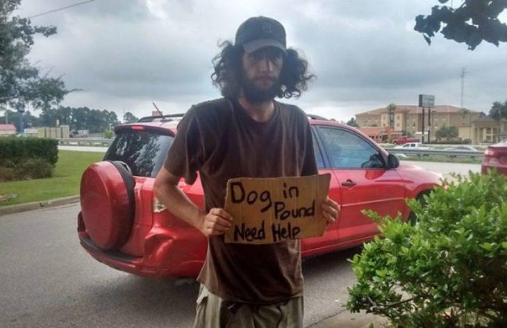 indigente pedía para liberar a su perro