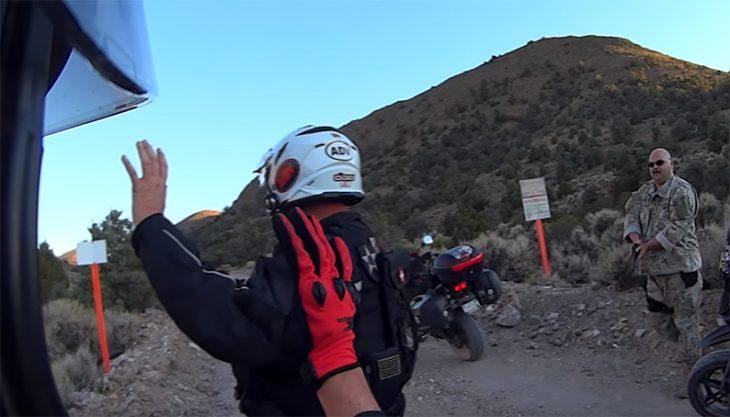 Motociclistas en el Área 51