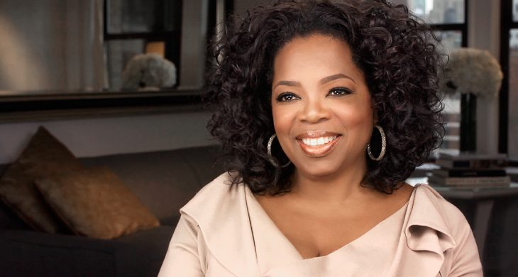 Oprah sonriendo en televisión
