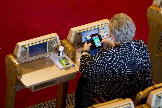 Erna Solberg, primer ministro de Noruega, juega Pokémon Go