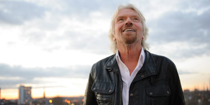 Richard Branson sonriendo