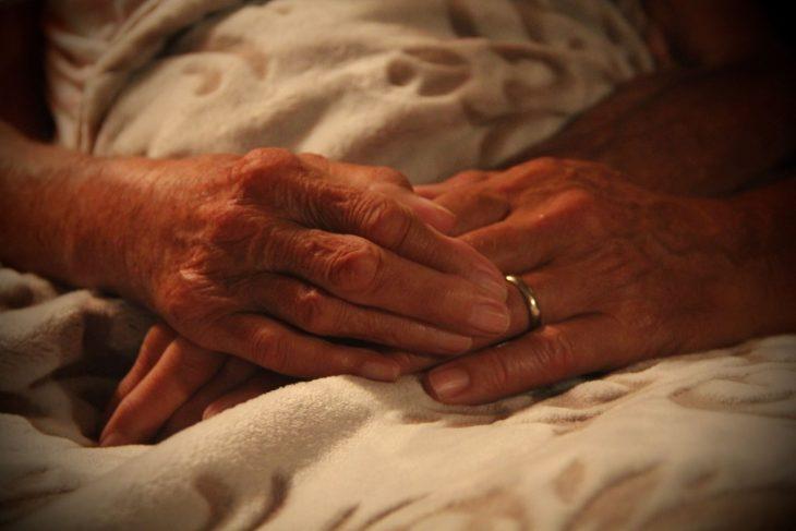 ancianita manos