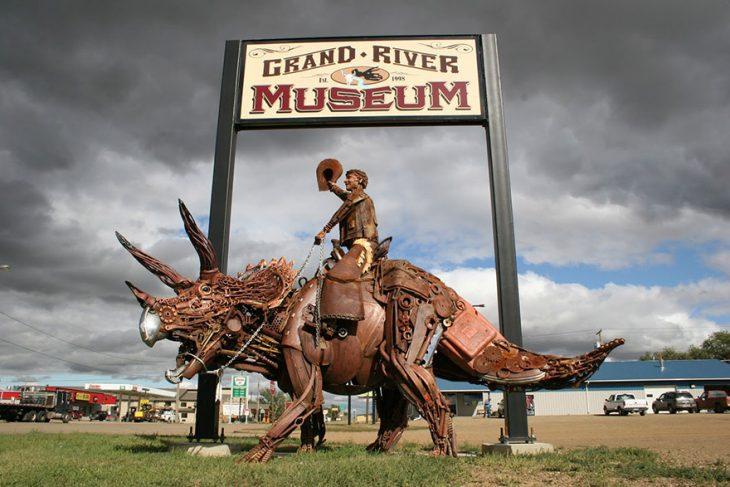 dinosaurio escultura