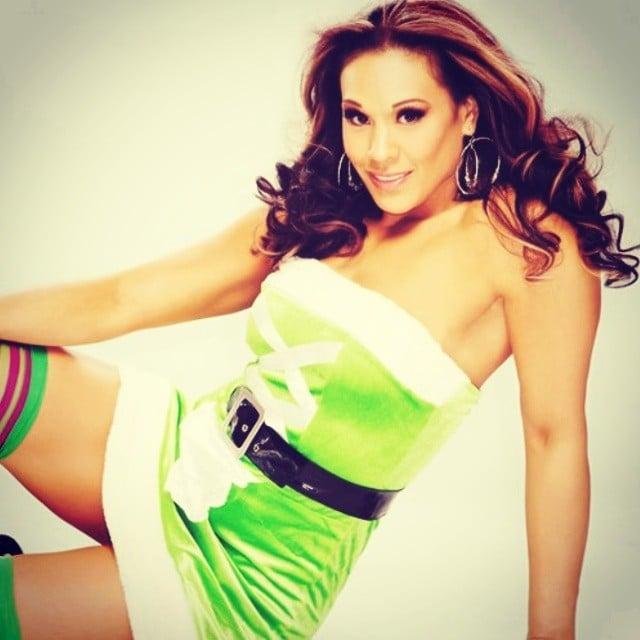 Tamina Snuka en vestido verde