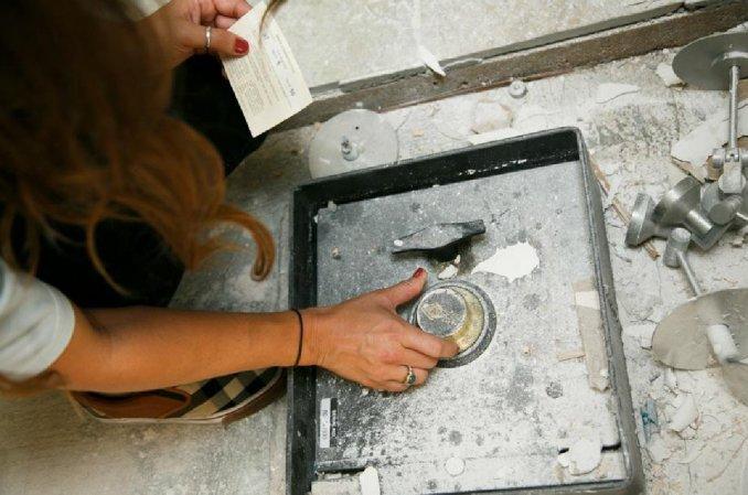 Encuentra caja fuerte en su cocina