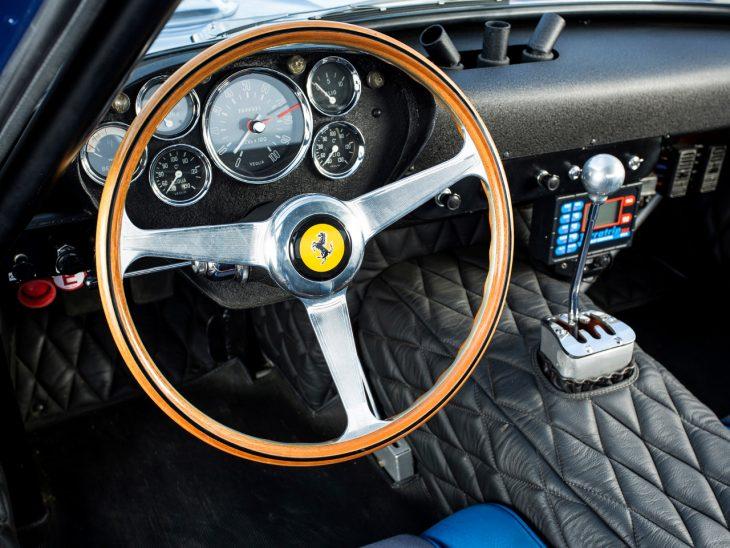 Interior del 1962 Ferrari 250 GTO azul