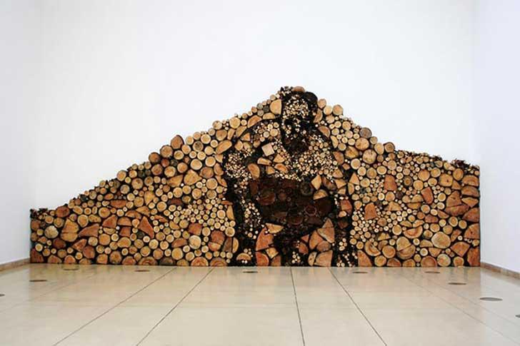 Arte hecho apilando madera