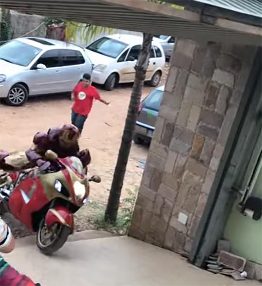 Iron Man en motocicleta