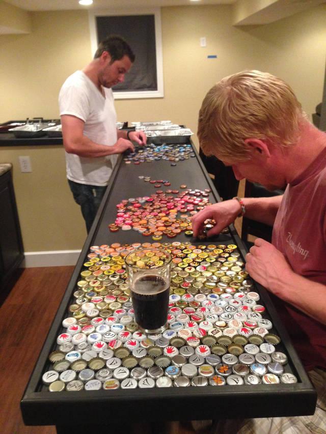 Acomodo de tapas de cervezas