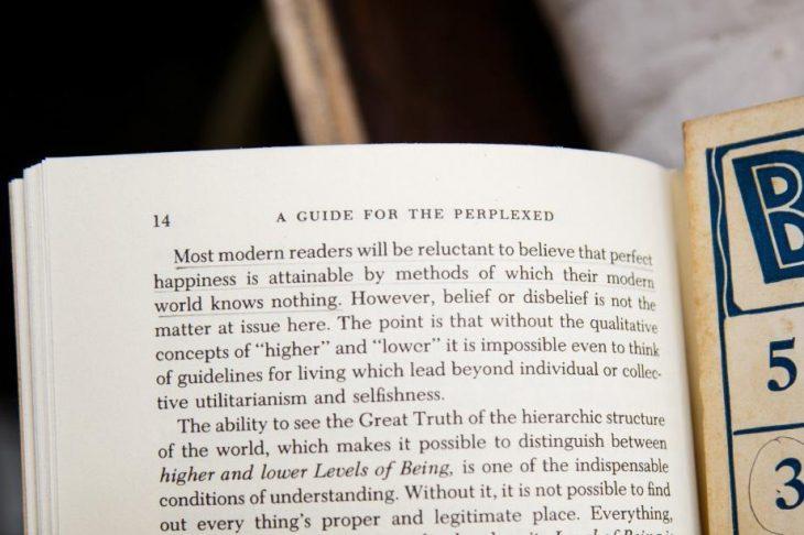 Página de libro, subrayada