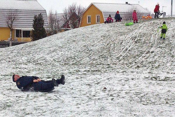 policia en la nieve