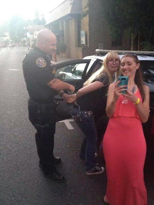 policia en selfie