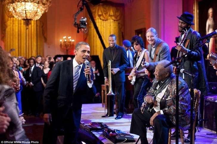 obama cantando