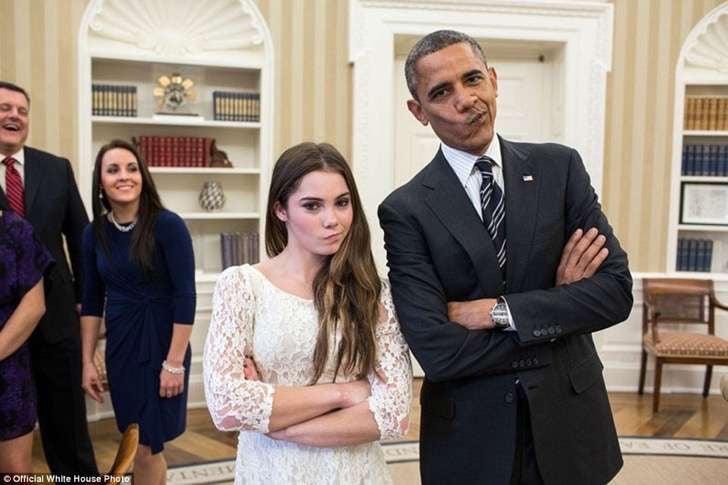 obama y mujer posando