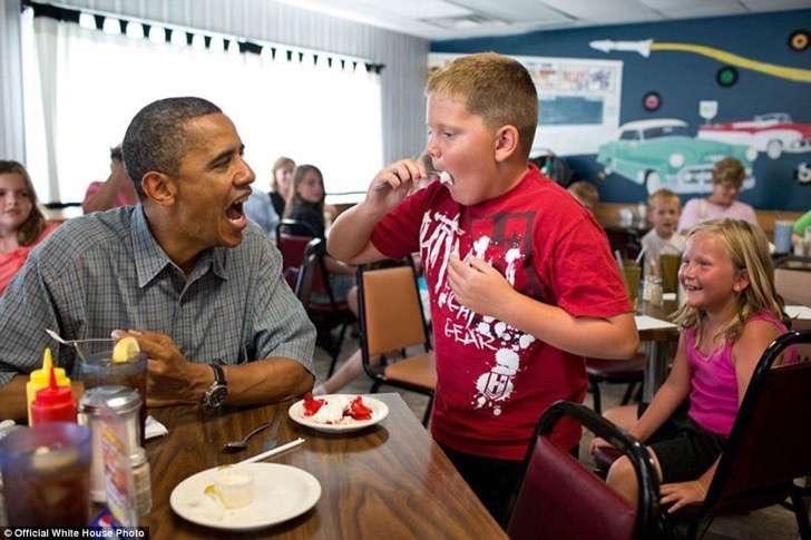 obama comiendo