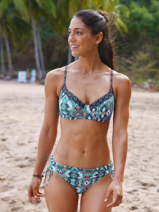 Allison Stokke en la playa