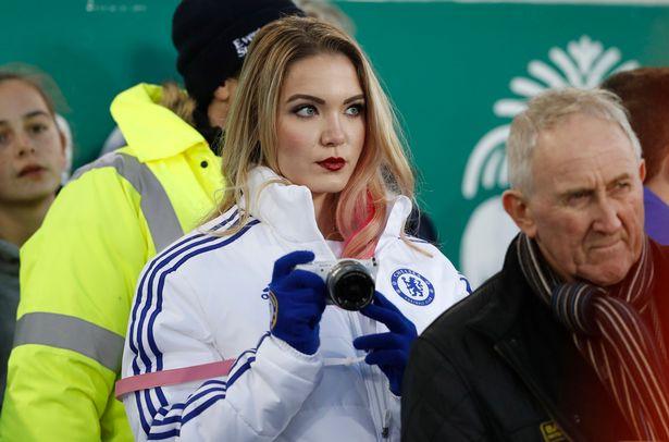 Emily Rogawski con chamarra del Chelsea