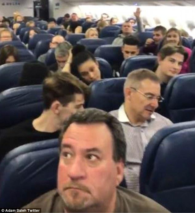 gente en avion