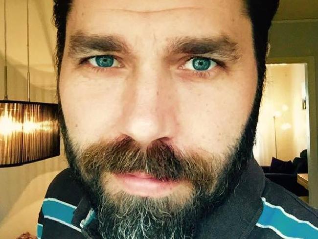 Foto de hombre con barba