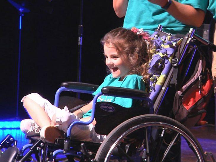 Rebekah en silla de ruedas
