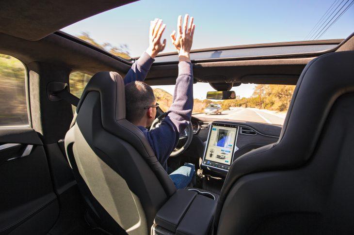 Tesla autonomia libre