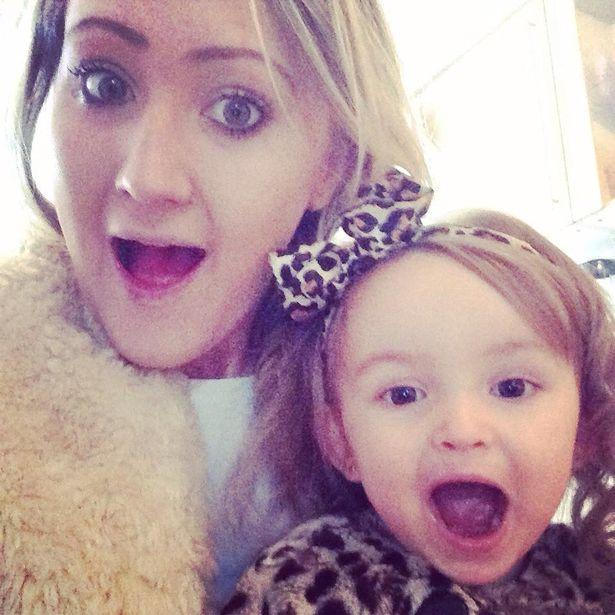 Kirsty Jade Mccaaron y su hija Skylar