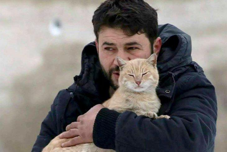 hombre de los gatos