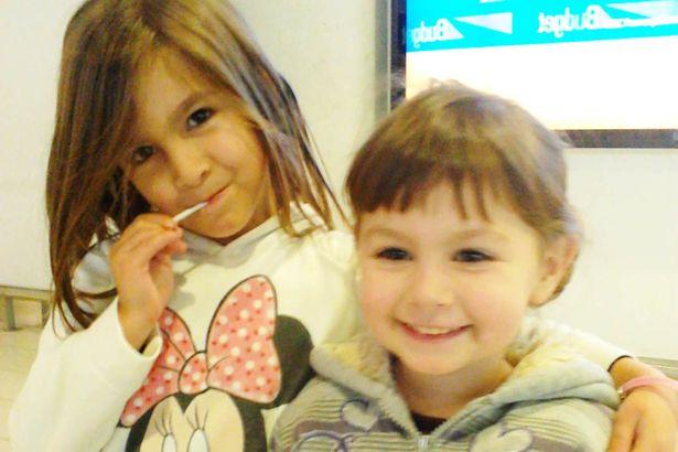 Crystal y Castalia niñas sonriendo