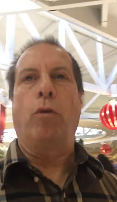 Pastor en centro comercial