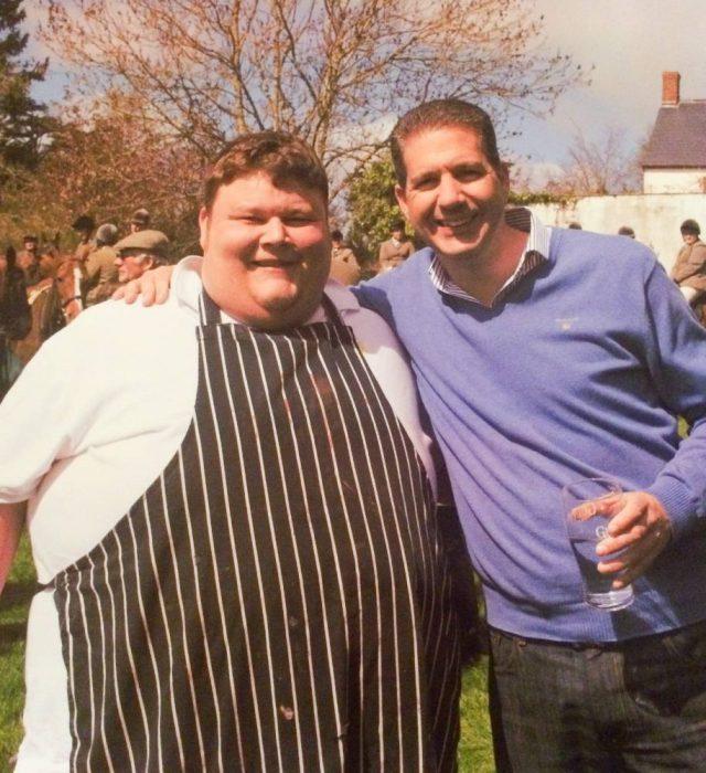 Chef obeso posa para la fotografía