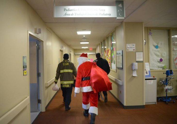 Santa Claus de visita en el hospital