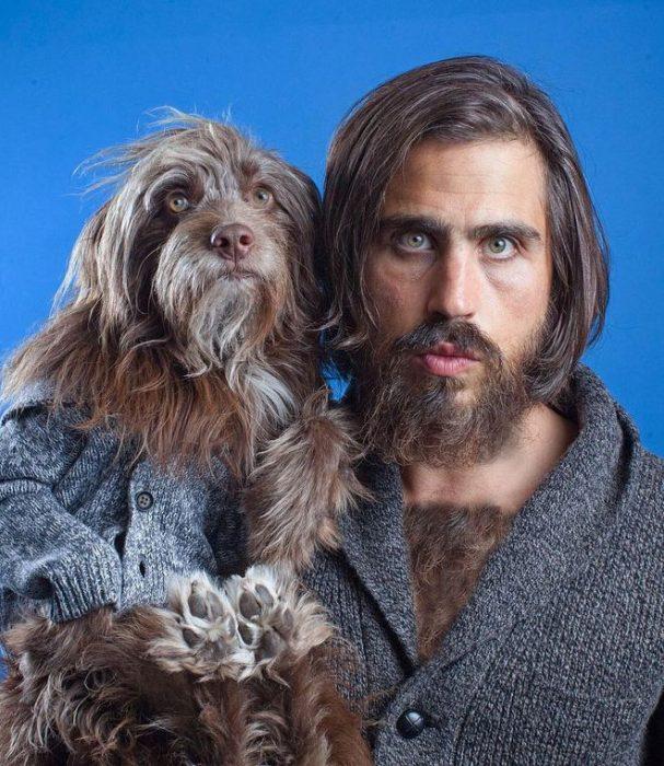 perro y dueño con sweter