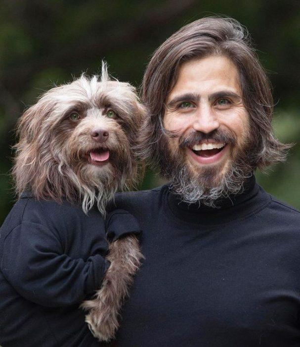 Perro y dueño misma ropa