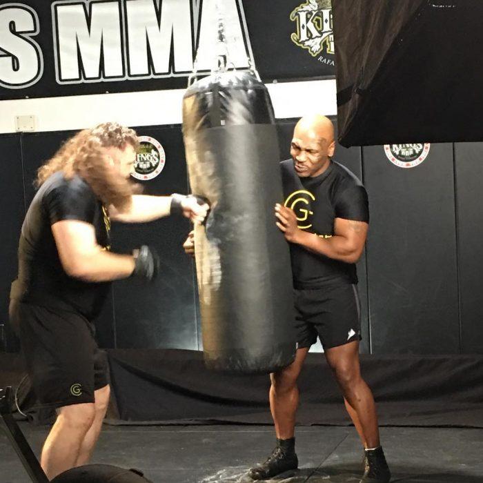 Mike Tyson entrena con Roy Nelson