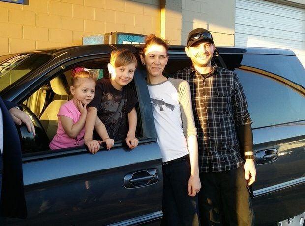 Familia en una van