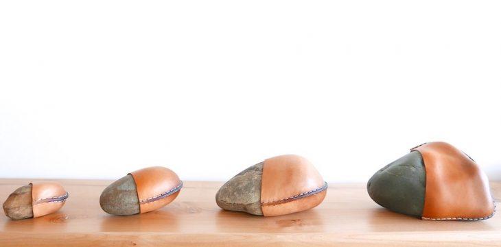 Rocas envueltas en piel como decoración