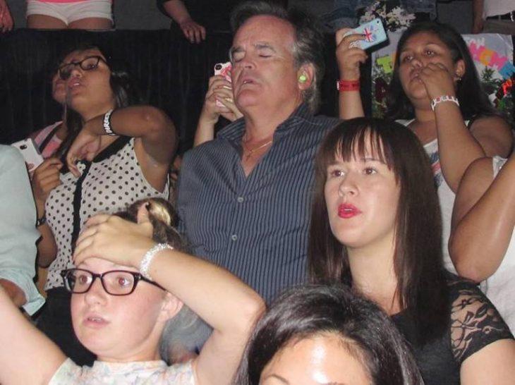 Padres aburridos en concierto de One Direction