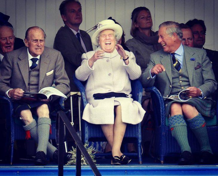 Trum y la reina Isabel riendo