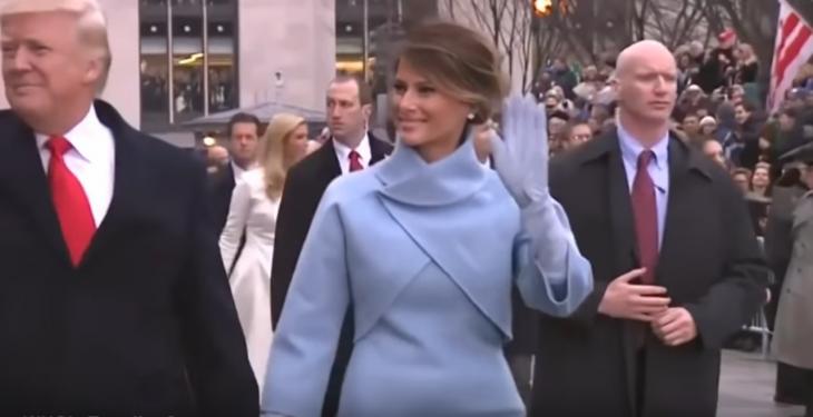 Trump, esposa y guradia con brazos falsos