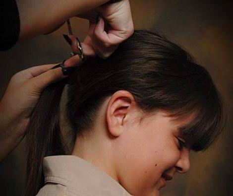 cortando cabellera de Tyler