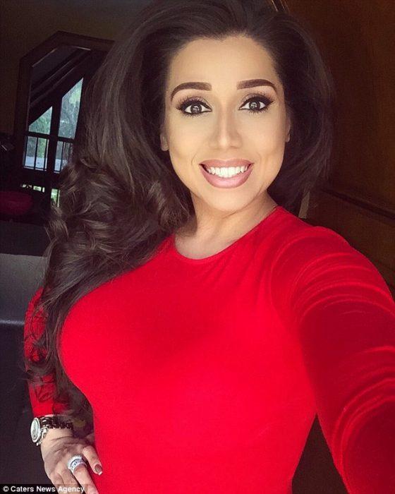 Betsy Ayala vestido rojo
