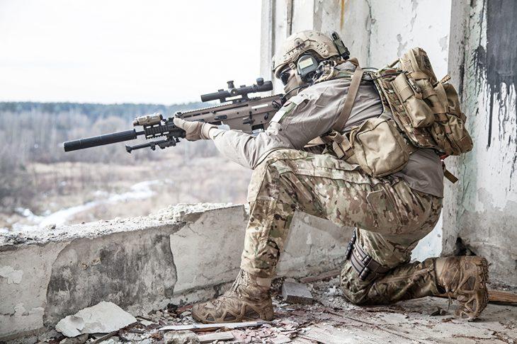 Francotirador vigilando