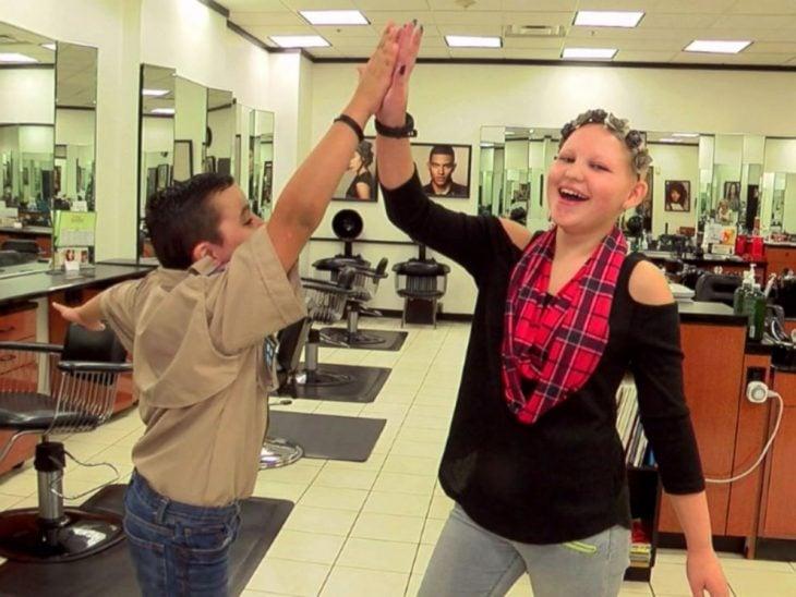 Chocando palmas Tyler y Gabby Ruiz